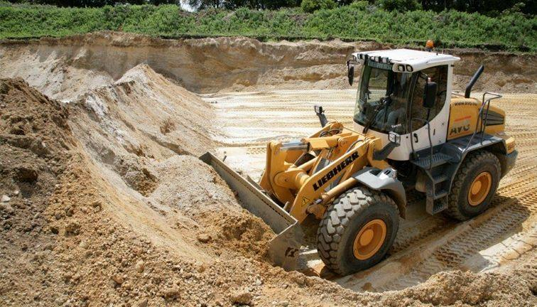 bouwstoffen-shovel-zand-grind-beton-cement-avg