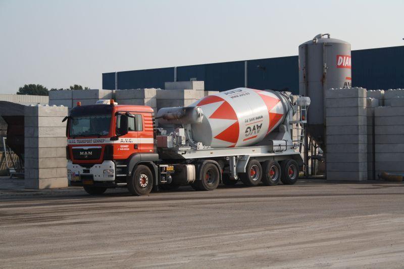 betonnen-baublocks-betonmixer-avg-bouwstoffen-heijen