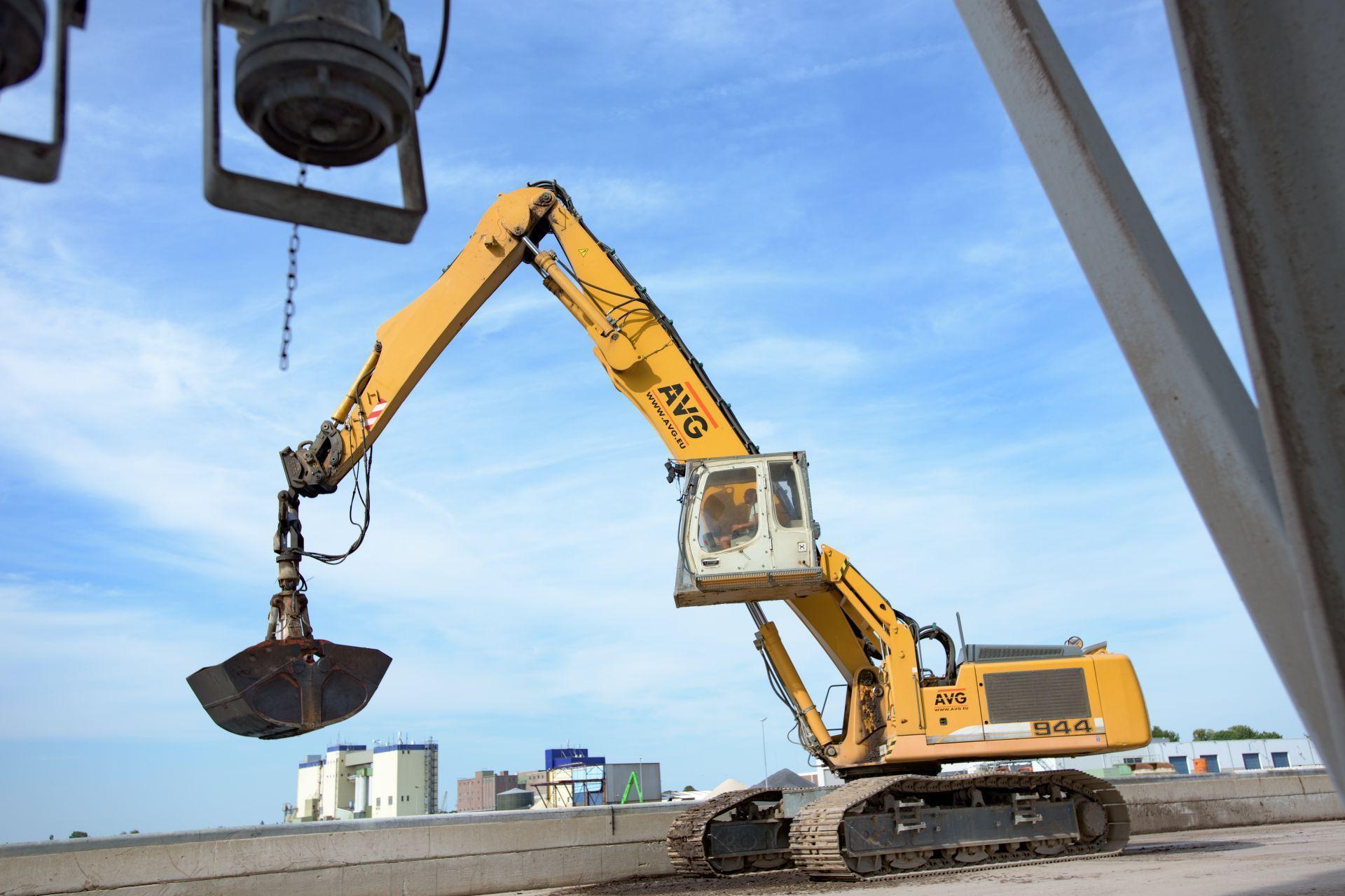 kraan-schip-laden-lossen-avg-bouwstoffen-recycling