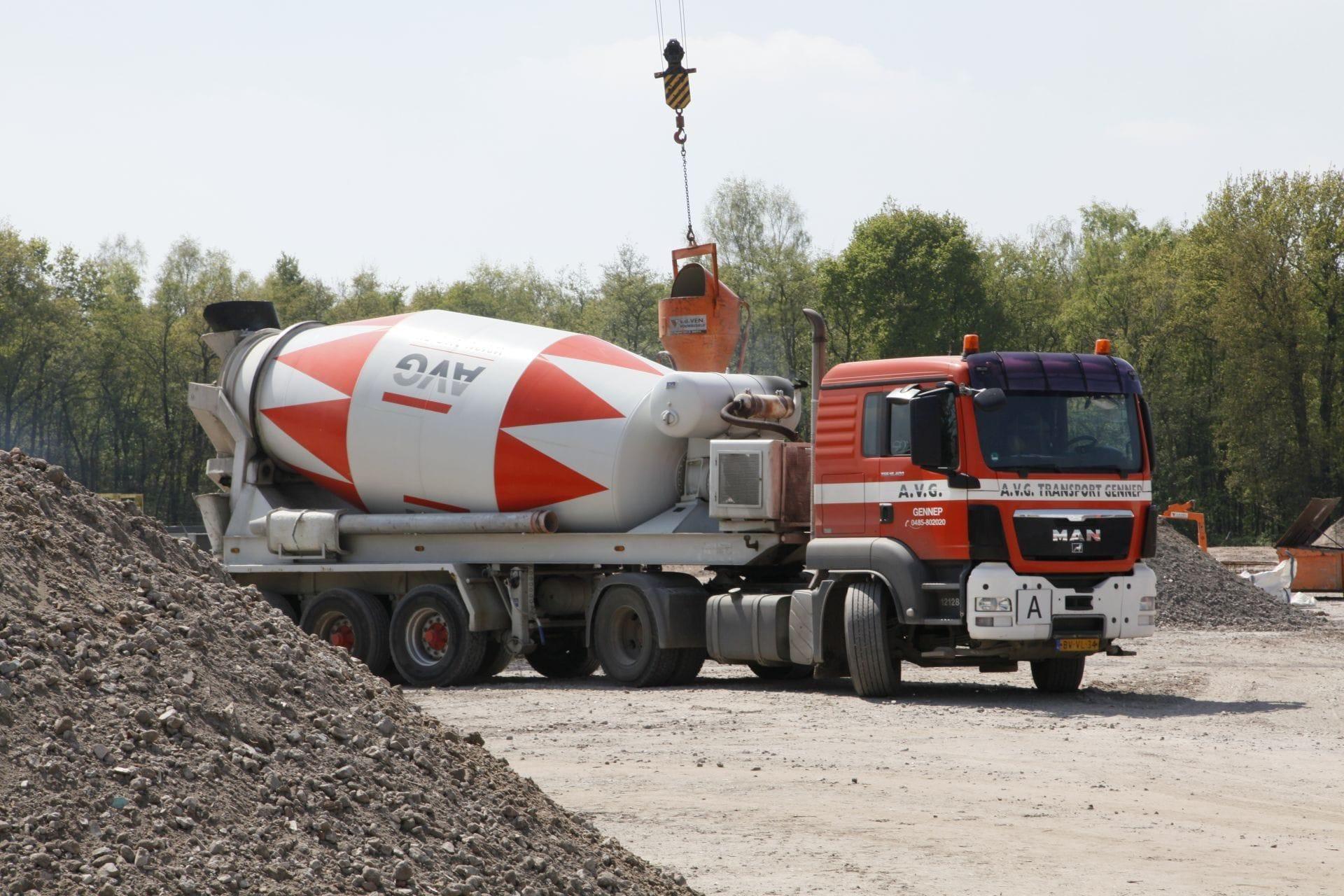 vrachtwagen-betonmixer-avg-bouwstoffen-beton