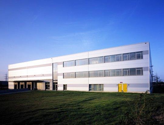 AVG Bau Goch verricht voor Alpha Industrial in Bergheim-Paffendorf infra werkzaamheden voor logistieke hal.