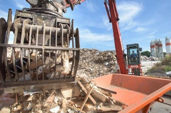 Houtrecycling AVG Goch. Recyclen hout van bouwafval, sloopafval en meer. Houtsnippers van zeer hoge constante kwaliteit.