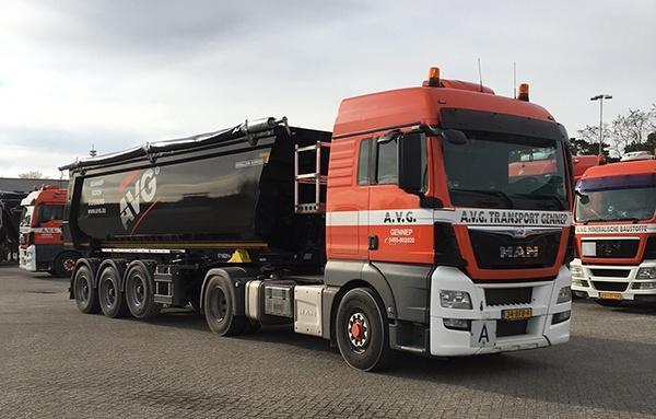 Kipper 30m3, volumekipper. Volumenkipper. AVG Transport. Deze kippers worden ingezet voor het transport van bouwstoffen en recyclingmaterialen (puin, grond, zand en grind).