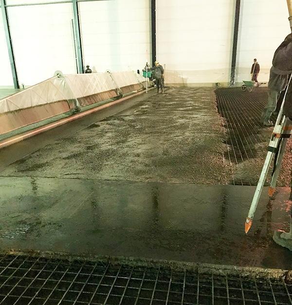 Van Berlo Betonvloeren geeft AVG Bouwstoffen, Heijmix, een beton samenstellen voor de nieuwe hallen van Arvato in Heijen. Betonmortel volgens een speciaal Van Berlo recept.