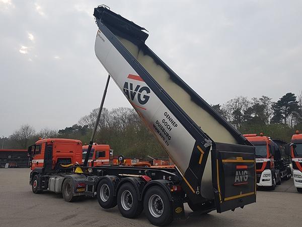 Twee nieuwe Asfaltkipper, Asphaltmulden van Meiller voor AVG Transport