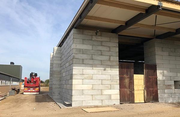 Lagerhalle von Betonblöcke. Schnell gebaut mit AVG Baublocks