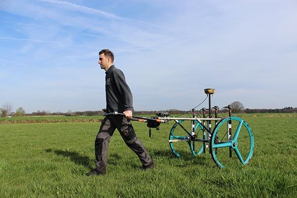 Explosieven detecteren. Onderzoek naar bommen en granaten door OCE-deskundigen van AVG Explosieven Opsporing Nederland.
