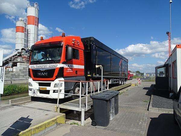 Volumentransport Benelux und Deutschland, 25 bis 95 Kubikmeter pro Fahrt. Schubboden, Kipper, Container, Walkingfloors, Silofahrzeuge. GMP Zertifizierung.