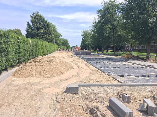 AVG Straßenbau versorgt die Einrichtung neue Parkplätze Gemeinde Gennep. Inklusieve Straßenarbeit.
