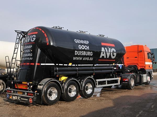 AVG Logistic ist seit dem vorigen Jahr im Transport von pulverförmigem Material aktiv, hauptsächlich in den Benelux-Ländern und Deutschland. AVG Logistic führt die Transporte sowohl im Rahmen der eigenen Handelstätigkeit von AVG als auch für externe Auftraggeber durch.