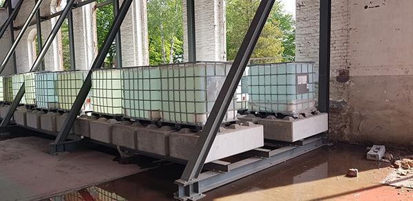 AVG Baublocks, betonblokken, als contragewicht.