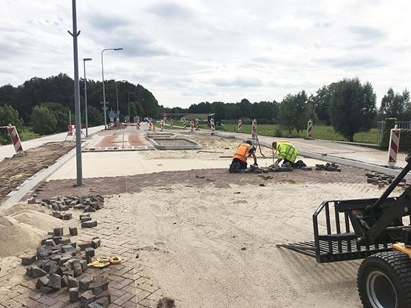 Wegenbouw project voor AVG Wegenbouw. Gemeente Gennep geeft AVG Wegenbouw, Infra, opdracht voor maken van vrijliggend fietspad en recontructie rijbaan, Hoofdstraat Heijen. Van grondverzet, wegenbouw, bestrating tot en met asfaltering.