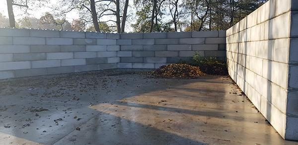 AVG Infra und AVG Bouwstoffen bauen funktionelle Lagerboxen von Baublocks für Baumschule Ebben
