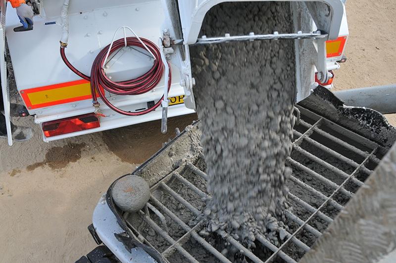Beton storten? Beton vloer storten? Fundering of poer? Of betonprijs per m3 weten? AVG Betoncentrale AVG Heijmix in Heijen.