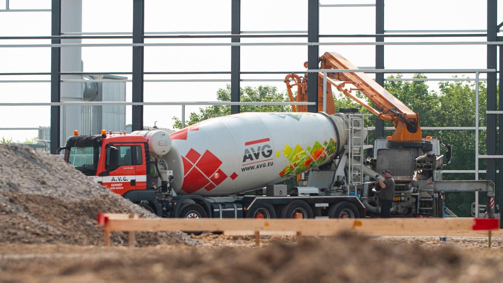 Beton (Mörtel) nötig? Betonpreis pro m3 oder Preis fuer betonieren anfragen? AVG liefert FEhS zertifizierte Betonmörtel in allen Arten, Mengen und Umweltklassen. Unsere modernen Betonwerke in den Niederlanden und in Deutschland garantieren eine breite Palette von Betonanwendungen von hoher und dauerhafter Qualität.