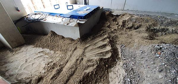 Goldbeck Nord uit Hamburg heeft AVG Bau Goch, Infra, opdracht gegeven voor het bouwrijp maken van het industrieterrein ten behoeve van een logistieke hal. Dit betreft de grondwerkzaamheden, ontwatering en oppervlakte werkzaamheden. Ook de riolering, het asfalt en de bestrating op het hele terrein wordt door AVG Bau Goch uitgevoerd.