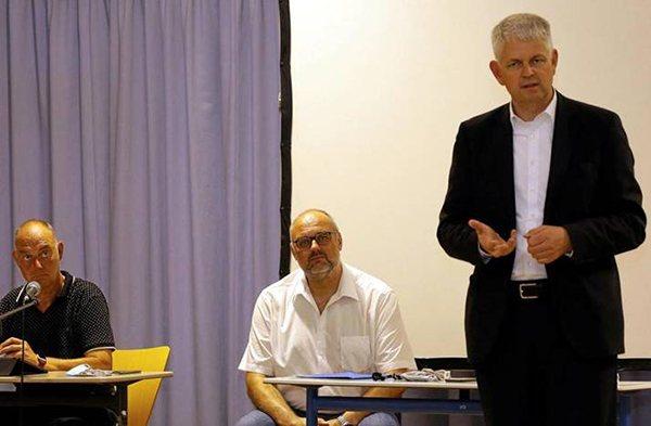 Staatssekretär Christoph Dammermann besucht das Woodpower-Projekts von Solvay und AVG Staatssekretär: Woodpower ist ein Gewinn