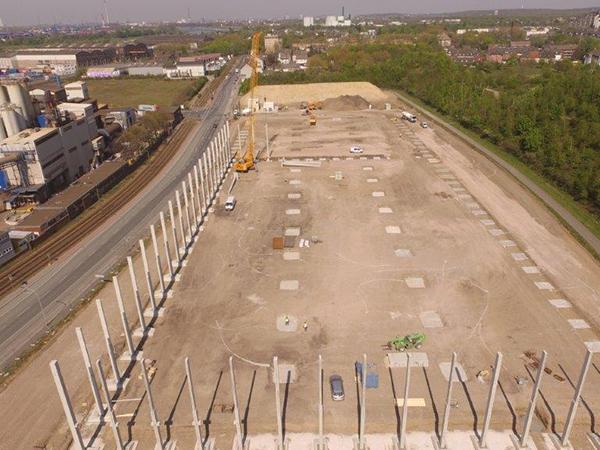 Bouwrijp maken industrieterreinen. Grondwerkzaamheden, hallenbouw, distributiecentra, inclusief riolering en bestrating AVG Infra Heijen Wegenbouw en AVG Infra Duisburg Tiefbau.