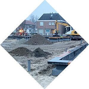 Wegenbouw. AVG Wegenbouw, Infra, is gespecialiseerd in het grondverzet, riolering, straatwerk etc. voor straten, parkeerterreinen, pleinen e.d.
