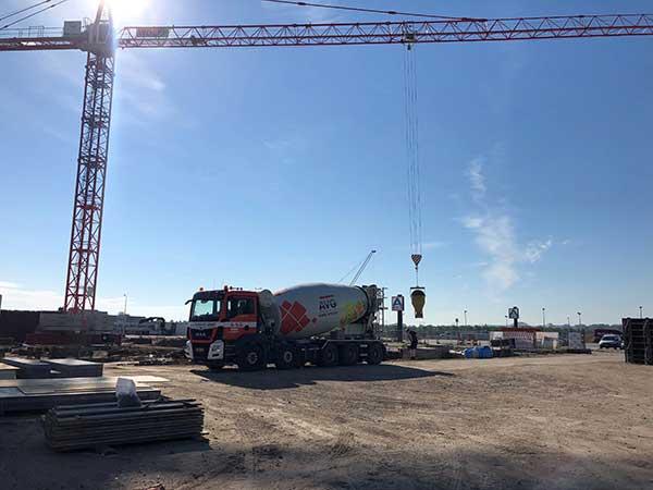 Elektrische betonmixers op duurzame bouw. Alle beetjes helpen bij stikstofberekening Buiten de inzet van de AVG hybride en elektrische mixers om, past Mertens nog meer opties toe om de bouw zo duurzaam mogelijk te realiseren.